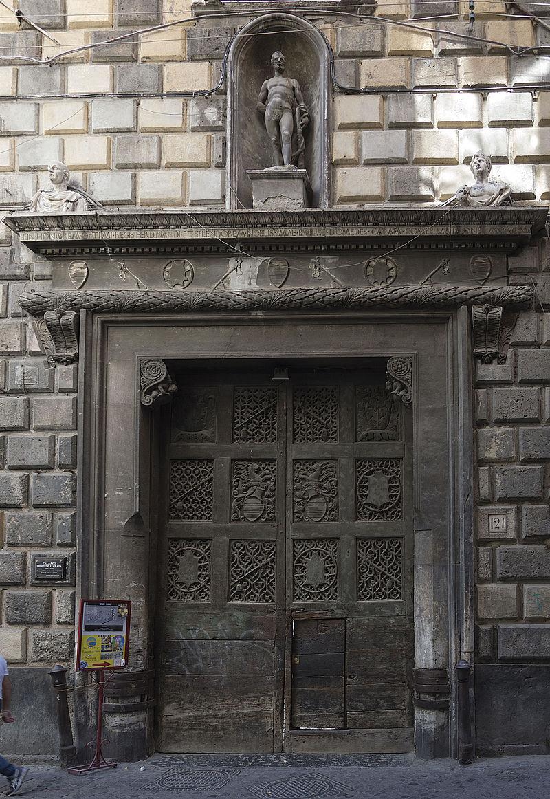 Palazzo_Diomede_Carafa_-_Portale